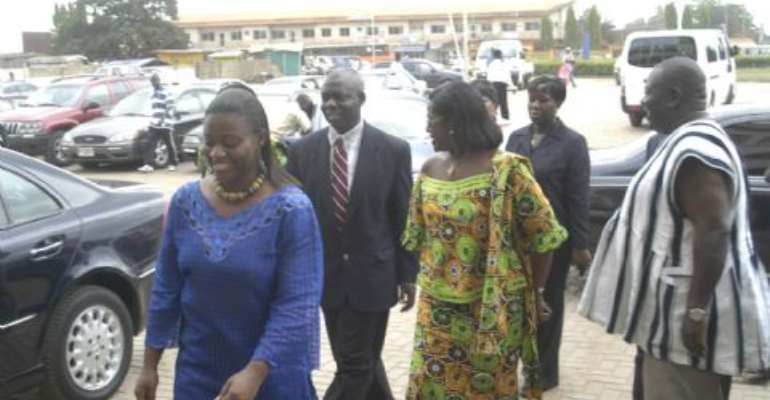 Mrs. Jackie Annan, PRO of Ken City Media, welcoming the Minister and her entourage to the station
